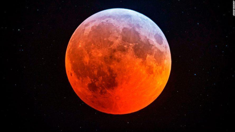 5月26日は皆既月食でスーパーブラッドムーンだそうです。