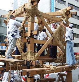 祇園祭の山鉾建て実施へ、けれど来ないでね